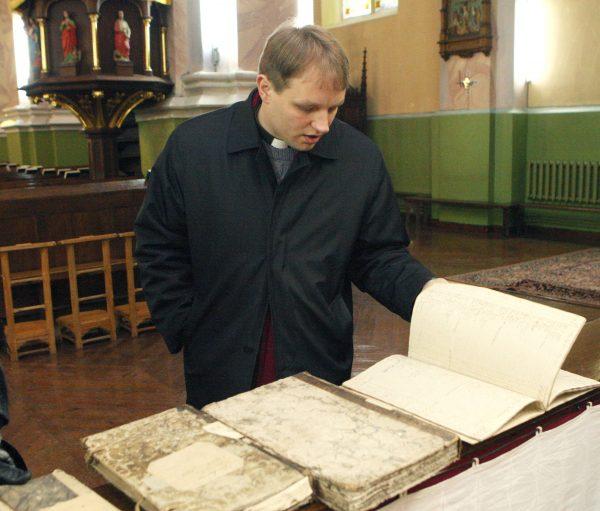 """Kun. G. Jankūno nuomone, būtų verta, kad per Krekenavą eitų ne vienas piligrimų kelias – ir Šv. Jokūbo, ir Šv. Jono Pauliaus II. """"Sekundės"""" nuotr."""