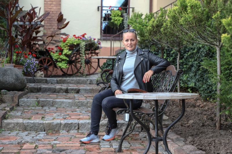 """Geležine ledi tituluojama ultratriatlonininkė Alina Ranceva susilaukė dukrelės Andrėjos. """"SEKUNDĖS"""" nuotr."""
