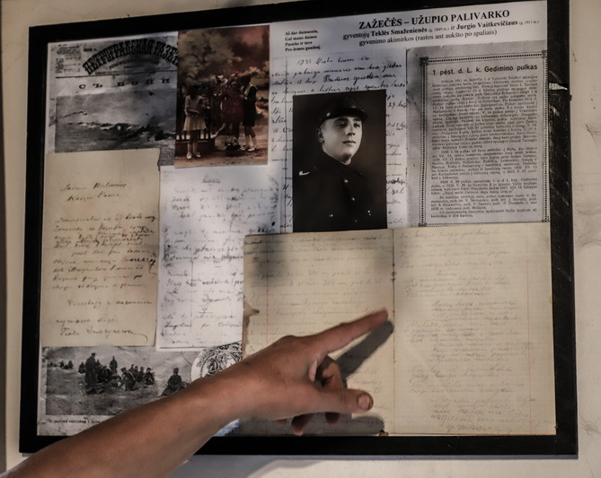 Rasma Buzienė domisi savu jau spėjusio tapti Stipruolių kaimo istorija. I. STULGAITĖS-KRIUKIENĖS nuotr.