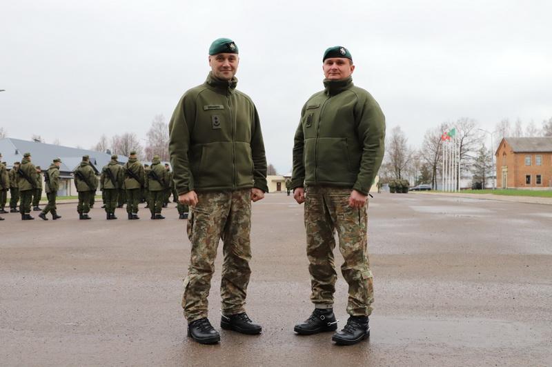 Bataliono vadas pulkininkas leitenantas Vilius Zagurskis (kairėje) ir vado patarėjas, seržantas majoras Eugenijus Žukauskas. I. STULGAITĖS-KRIUKIENĖS nuotr.