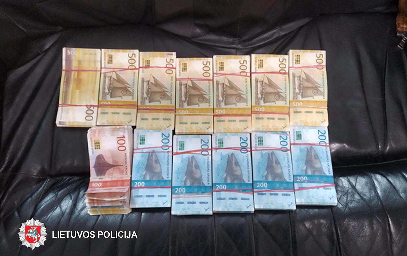 Panevėžio valiutų keityklas aplankė policijos pareigūnai