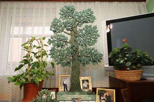 Juliaus ir Aldonos Kuodžių svetainėje – žalias šeimos ąžuolas. I. Stulgaitės – Kriukienės nuotr.