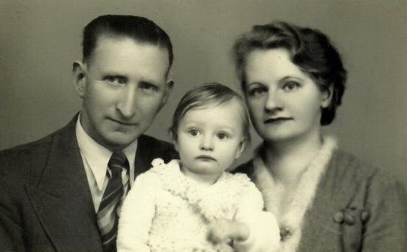 Vienas aktyviausių esperanto kalbos puoselėtojų Panevėžyje Jokūbas Kanas su šeima. PANEVĖŽIO ŽYDŲ BENDRUOMENĖS nuotr.