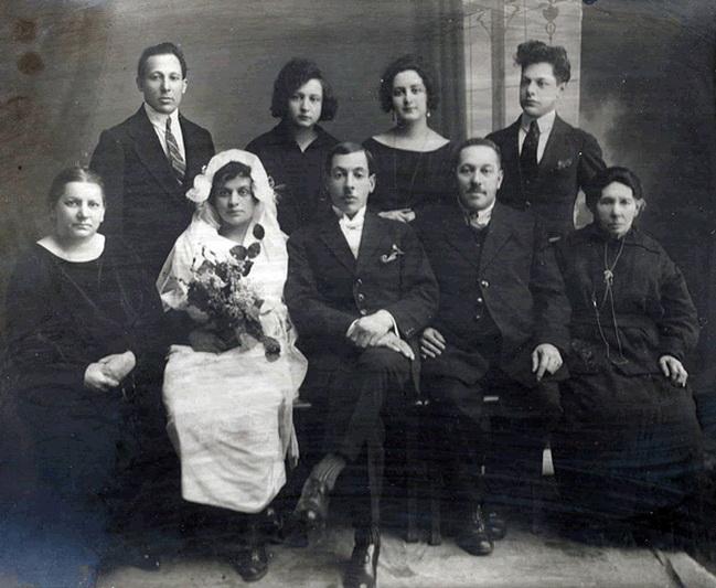 Žydai buvo neatsiejama miesto bendruomenės dalis, dalyvavusi visose jo gyvenimo srityse (nuotraukoje – žinomos Panevėžio žydų šeimos – Brauerių – giminaičių vestuvės). BH nuotr.