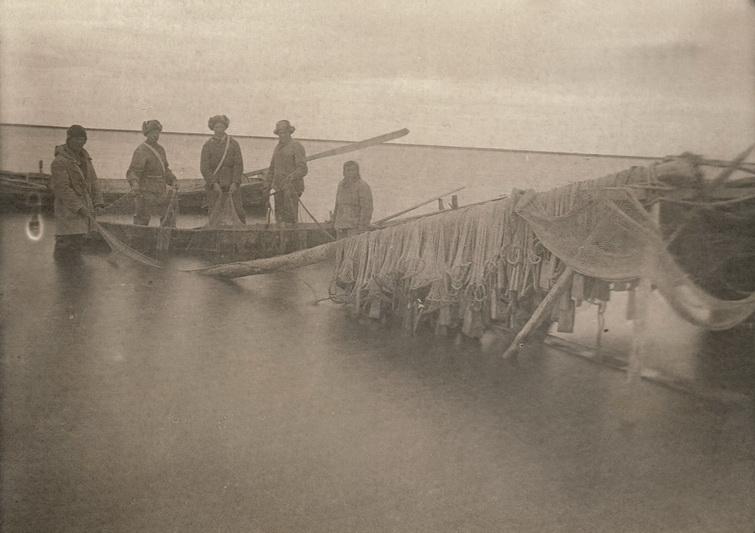 Tremtiniai iš Lietuvos Trofimovkos gyvenvietėje Jakutijoje 1944-aisiais. PANEVĖŽIO KRAŠTOTYROS MUZIEJAUS nuotr.
