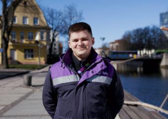 """""""Telia"""" inžinieriaus iš Klaipėdos Mindaugo Švobos rekordas – per dieną šviesolaidinį internetą įvedė 7 klientams."""