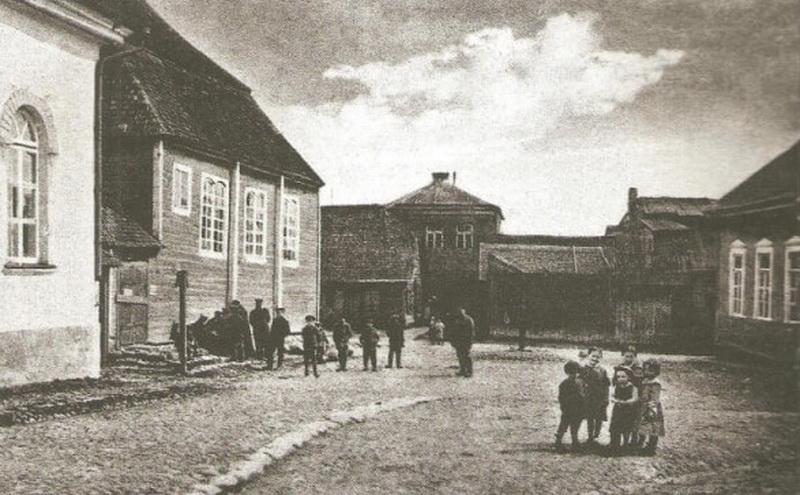 Sinagogų aikštė Panevėžyje apie 1915-uosius išleistame vokiškame atviruke. PANEVĖŽIO ŽYDŲ BENDRUOMENĖS nuotr.