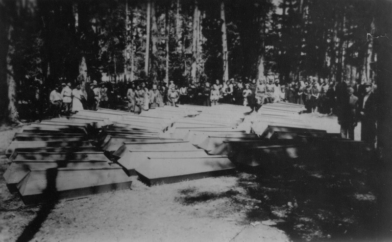 Žudynės Kaizerlingo miškelyje pradėtos tirti tik po trejų metų, karui jau einant į pabaigą. Tuomet, 1944-ųjų spalio pabaigoje pradėti atkasti ir aukų palaikai – tarp jų ir čia sušaudytų žydų. PANEVĖŽIO ŽYDŲ BENDRUOMENĖS nuotr.