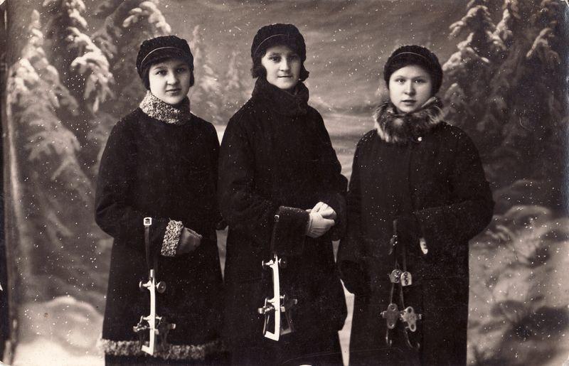 Vienas žinomiausių žydų kilmės fotografų tarpukario Panevėžyje Icikas Fridas išsiskyrė įdomiomis kompozicijomis. Kaip kad šioje Panevėžio mokytojų seminarijos studenčių nuotraukoje, datuojamoje 1929 metais. PANEVĖŽIO KRAŠTOTYROS MUZIEJAUS rinkinių nuotr.