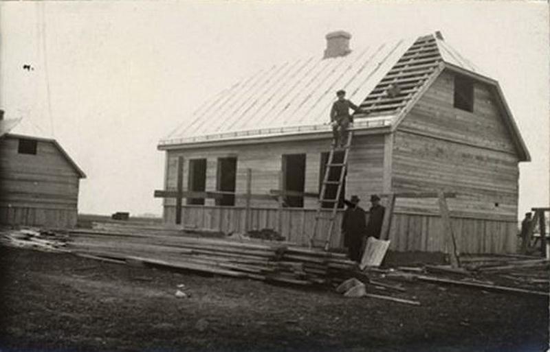 """Tokiems karkasiniams namams 1923-iaisiais Panevėžyje statyti labdaros draugija """"Joint"""" skyrė bemaž 9 tūkst. dolerių – milžinišką tiems laikams sumą. PANEVĖŽIO ŽYDŲ BENDRUOMENĖS nuotr."""