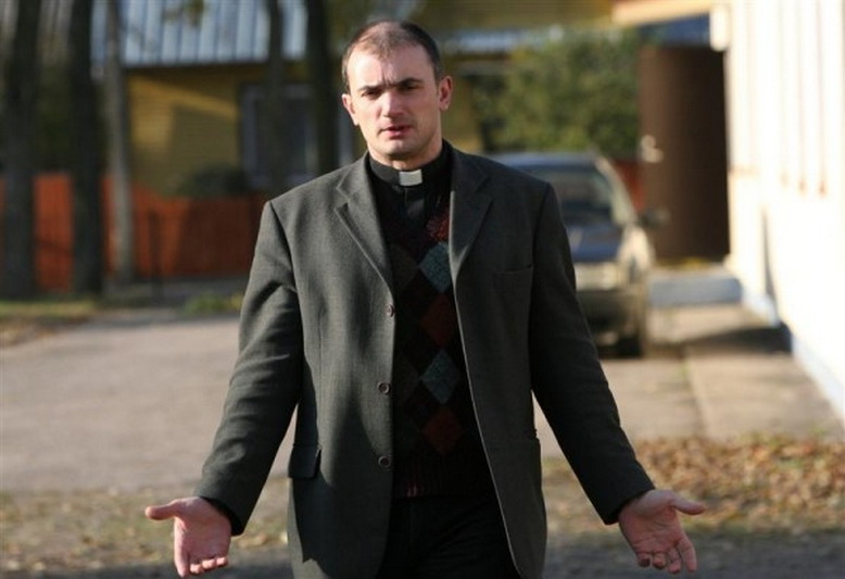 """Tarnystę Kristaus Karaliaus katedroje palieka jos klebonas Eugenijus Troickis. """"SEKUNDĖS"""" nuotr."""