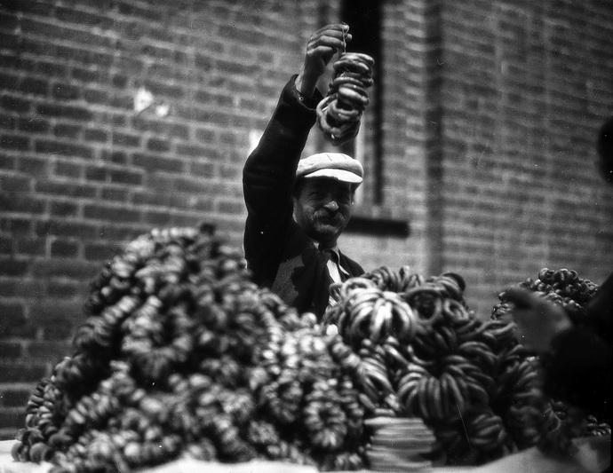 Beigelių pardavėjas. 1935 metai. YIVO nuotr.
