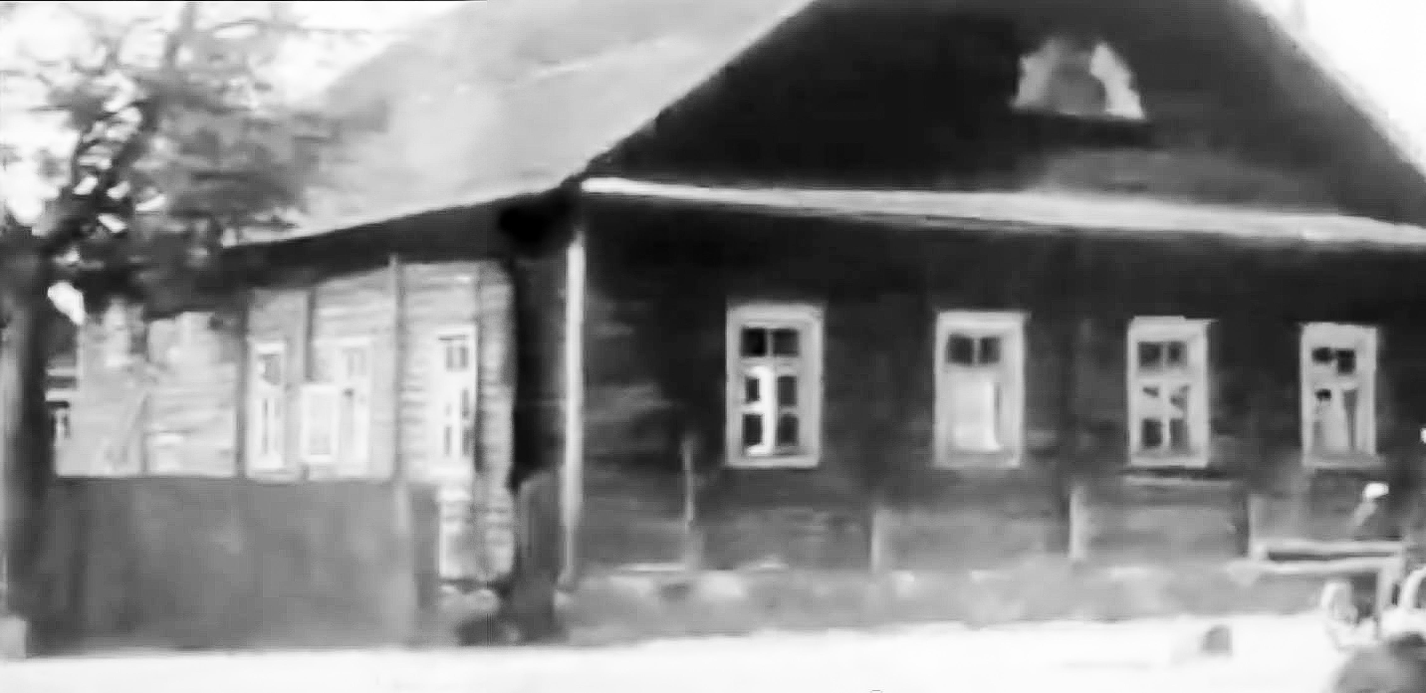 """Rokiškio didžioji sinagoga, vadinta Raudonąja. Iškarpa iš filmo """"Trip to Lithuania"""", 1938 metai."""
