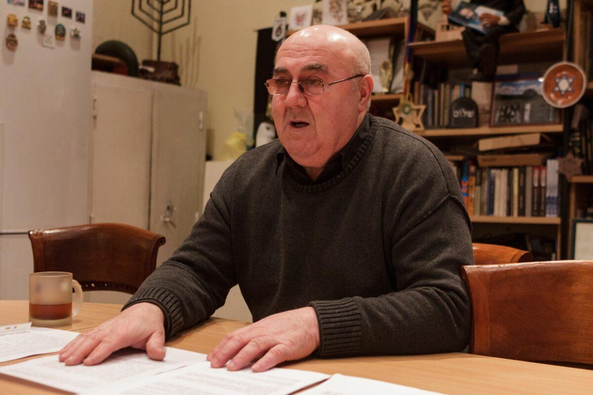 """G. Kofmanas pasakoja, kad žydų laidotuvės jų mirties dieną. Vėliau artimieji privalo likti namuose, jokiu būdu niekur neiti, uždaryti langus, uždangstyti veidrodžius ir melstis visą savaitę. """"Sekundės"""" nuotr."""