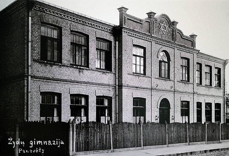 Hebrajų gimnazijos pastatas, savo laikui buvęs labai modernus – statybos atsiėjo net 111 tūkst. 390 litų, – išliko iki mūsų dienų. PANEVĖŽIO MIESTO ŽYDŲ BENDRUOMENĖS nuotr.
