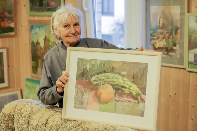Maždaug prieš penkiolika metų Onutė su vyru kieme stovinčiame sandėliuke įrengė jaukią paveikslų galeriją. Joje eksponuojami tautodailininkės darbai pasakoja įdomią moters gyvenimo ir kūrybos istoriją. I. STULGAITĖS-KRIUKIENĖS nuotr.