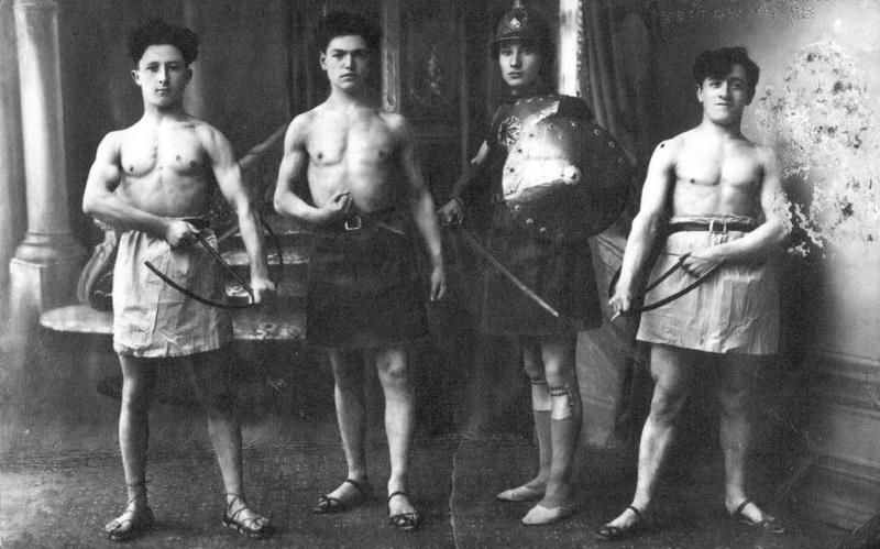 Panevėžio žydų jaunimo liaudies teatro artistai. PANEVĖŽIO MIESTO ŽYDŲ BENDRUOMENĖS nuotr.