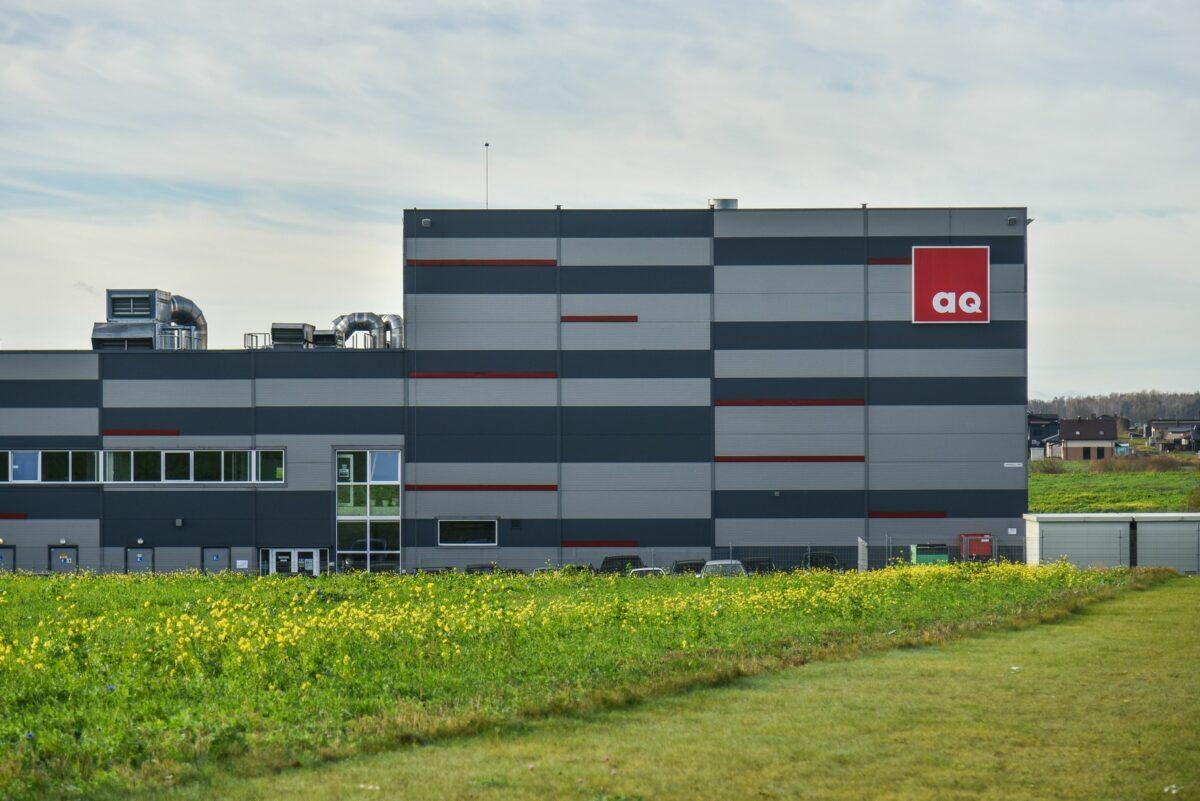 """Šiuo metu, """"AQ Wiring Systems"""" dirba 653 žmonės. Naujoje gamykloje numatyta iki 1500 darbo vietų. P. Židonio nuotr."""