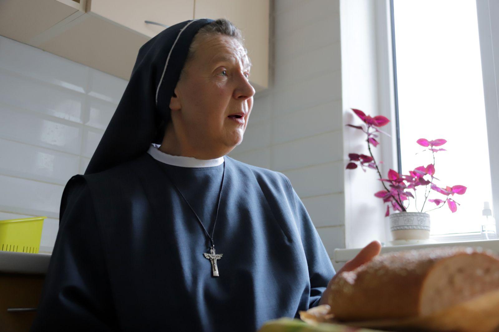 Anot L. Kasiulytės, mitas, kad seserys tik meldžiasi ir tyliai sėdi vienutėse. Jos turi daug darbų, uždavinių ir tikslų.I. Stulgaitės-Kriukienės nuotr.