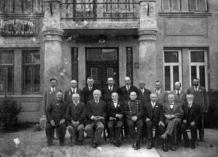"""Biržų miesto valdybos nariai apie 1930-uosius, tarp jų – ir vietos bendruomenei atstovavę žydai. BKM """"SĖLA"""" (PETRO LOČERIO) nuotr."""