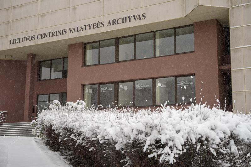 Lietuvos centrinis valstybės archyvas tokį pavadinimą gavo praėjus keliems metams po nepriklausomybės atkūrimo – 1993 metų gegužės 28 dieną. LCVA nuotr.