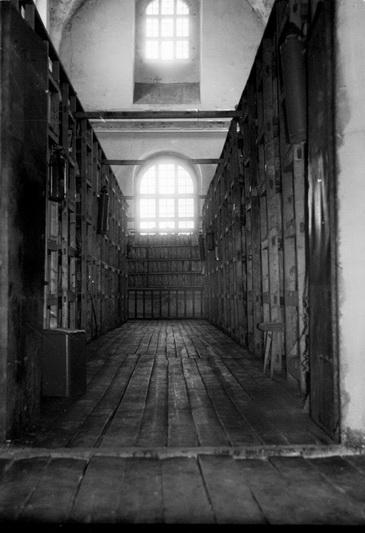 Sovietmečiu archyvai glaudėsi ir Vilniaus Švč. M. Marijos Ėmimo į dangų bažnyčioje Trakų gatvėje, kurią tuometė valdžia buvo pavertusi Lietuvos SSR Vidaus reikalų ministerijos archyvu. LCVA nuotr.