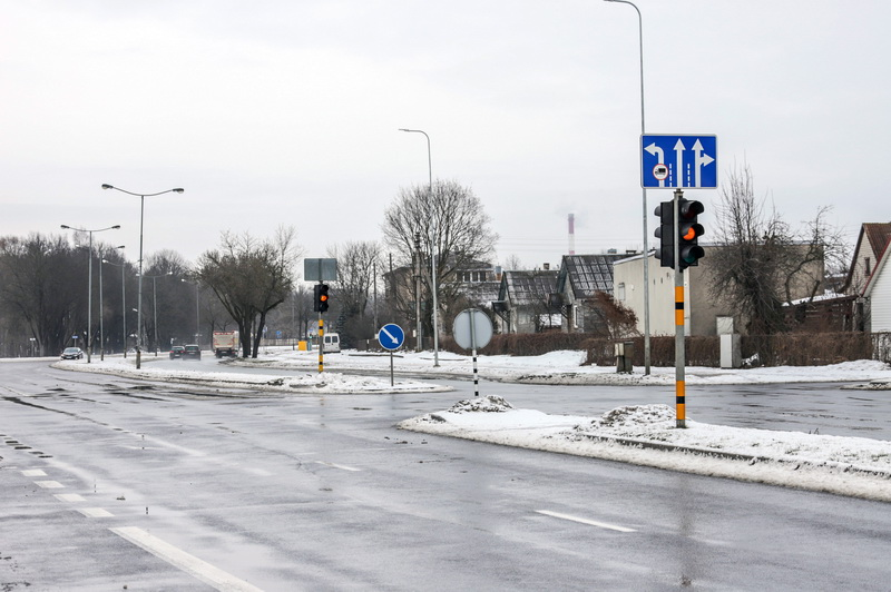 Šviesoforų rekonstrukciją planuojama pradėti nuo J. Biliūno gatvės – Velžio kelio – Vilniaus gatvės – Pajuostės plento gatvių sankryžos. Čia esantis šviesoforų postas iškilo 1980 metais, o paskutinį kartą rekonstruotas 1997 metais. I. STULGAITĖS-KRIUKIENĖS nuotr.