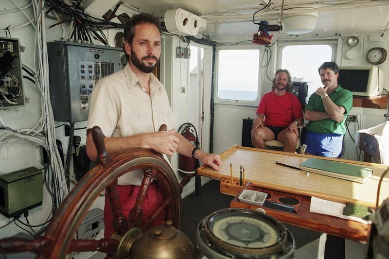 1988 metais Tomas G. Tompsonas rado nuskendusio garlaivio, gabenusio tonas aukso, nuolaužas.