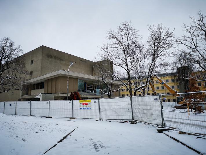 """""""Garso"""" pastato vietoje vėliausiai iki 2023 metų vidurio turi iškilti modernus SEMC su kubo formos kino sale. I. STULGAITĖS-KRIUKIENĖS nuotr."""
