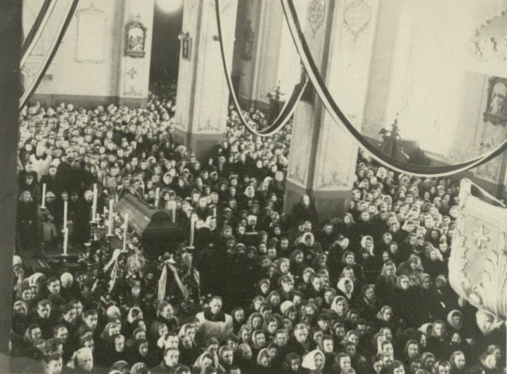 Vyskupo Kazimiero Paltaroko laidotuvės Panevėžio katedroje 1958 metų sausio 7-ąją irgi buvo akylai KGB stebimos. VKPA nuotr.