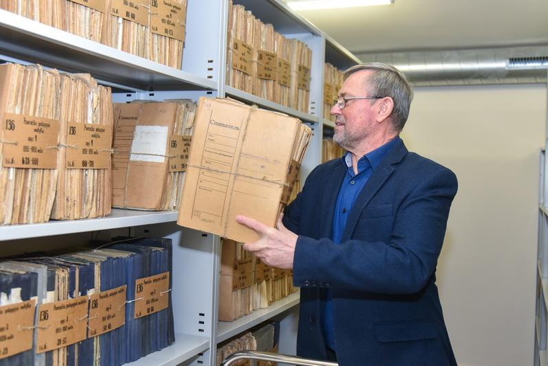 Dabar Šiaulių regioninio valstybės archyvo Panevėžio filialo vedėjas Leonas Kaziukonis dešimtojo dešimtmečio pradžioje pats buvo vienu iš tų panevėžiečių, besirūpinusių, kad miestas turėtų jam derantį, istorinėmis žiniomis paremtą herbo etaloną. P. ŽIDONIO nuotr.