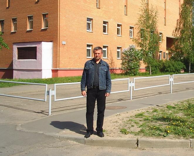 Prie Baltarusijos nacionalinio istorijos archyvo, kur buvo rasti Panevėžio mokytojų seminarijos istoriniai dokumentai. 2012 metai.