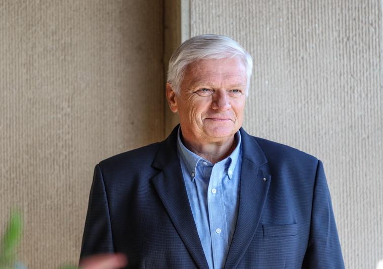 """Nors J. Balčikonio gimnazijos direktorius Raimondas Dambrauskas sutinka, kad abiturientams prieš egzaminus reikėtų gyvų konsultacijų su pedagogais, tačiau jis teigia savo darbuotojais nerizikuosiantis. """"SEKUNDĖS"""" nuotr."""