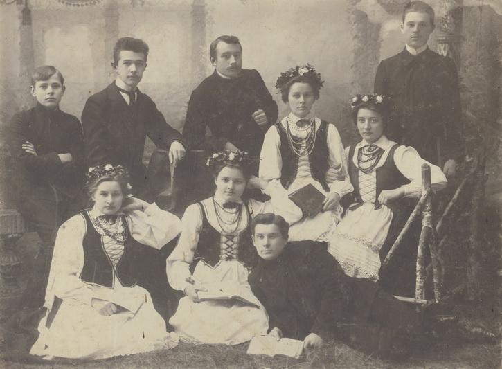"""""""Aido"""" draugijos dramos būrelis 1908-aisiais. Antras iš kairės – Matas Grigonis. LIETUVOS LITERATŪROS IR MENO ARCHYVO FONDŲ nuotr."""