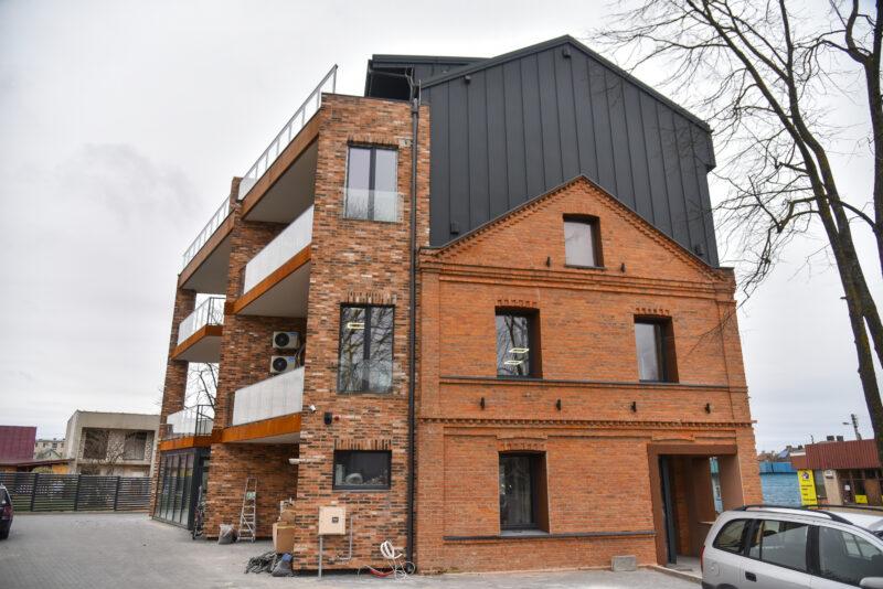 Šio rekonstruoto namo projekto autoriui skrieja kritikos strėlės dėl modernizmo subjaurotos istorijos. P. ŽIDONIO nuotr.