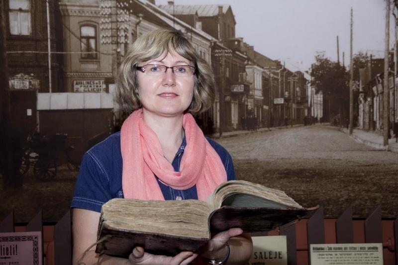 Panevėžio kraštotyros muziejaus direktoriaus pavaduotoja-vyriausioji fondų saugotoja Jūratė Gaidelienė. V. BULAIČIO nuotr.