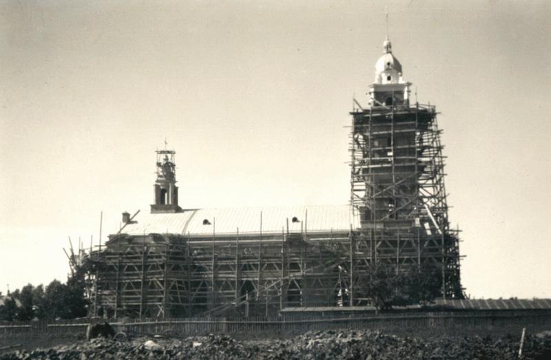 """Panevėžio kraštotyros muziejuje saugoma ir kurijos dokumentų, susijusių su Panevėžio katedros statyba (fotografijoje iš Kraštotyros muziejuje surengtos parodos """"Panevėžio vyskupija nuo įkūrimo iki šių dienų"""" – 1929-ųjų vaizdas)."""