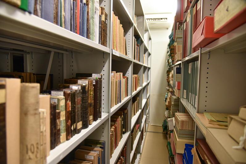 Rankraščių rinkinių–fondų bibliotekoje saugoma netoli 200: tai krašto kultūros bei visuomenės veikėjų asmeniniai archyvai ar jų dalys, institucijų bei pavienių dokumentų rinkiniai. P. ŽIDONIO nuotr.