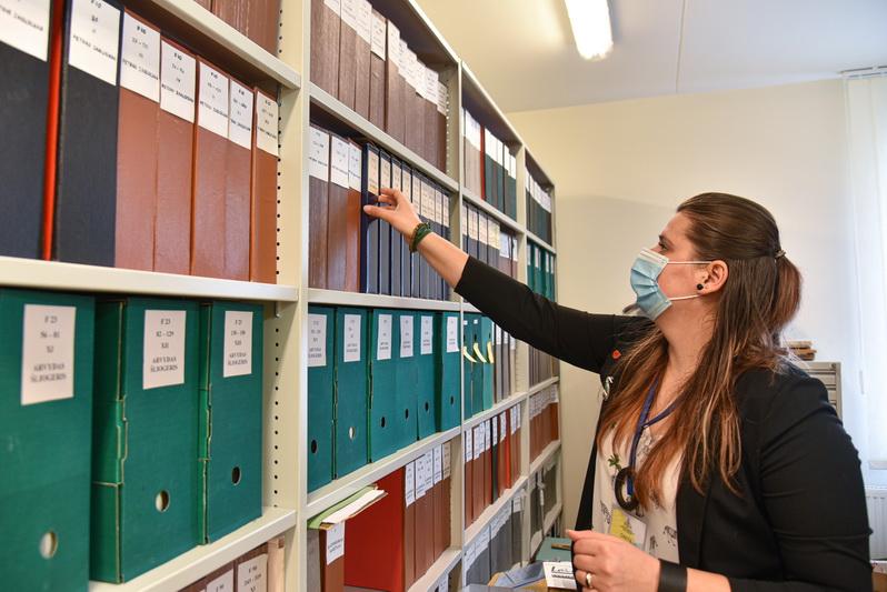 Ypatinga bibliotekos rinkinių dalis, pasak Gretos Kėvelaitienės, – su Panevėžiu susijusių iškilių asmenybių archyvai. Tokių, kaip filosofas Arvydas Šliogeris, mylimam miestui atidavęs savo rankraščius. P. ŽIDONIO nuotr.