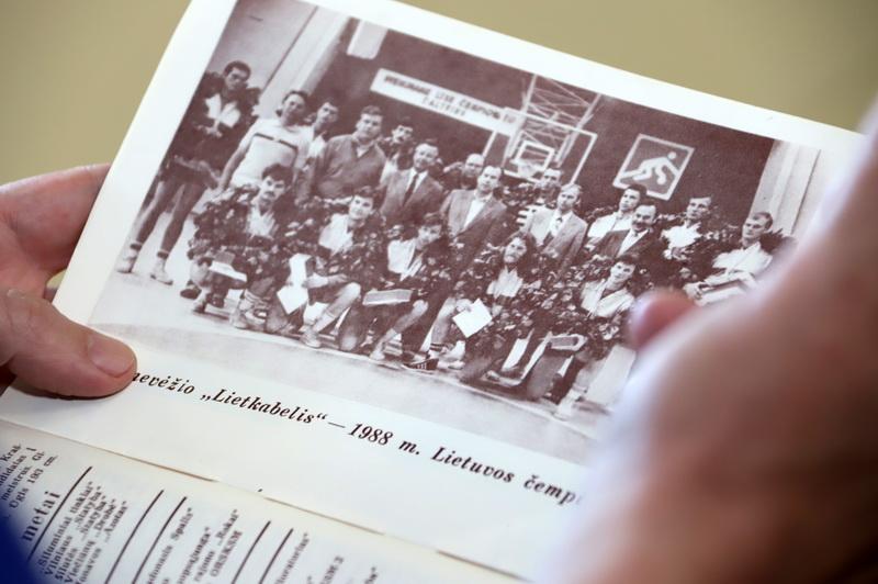 """Auksiniai """"Lietkabelio"""" metai, kai jo žaidėjai pelnė Lietuvos čempionų medalius. I. STULGAITĖS-KRIUKIENĖS nuotr."""