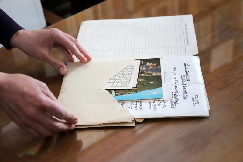 Be asmeninės bibliotekos, kurią sudaro kone pusketvirto tūkstančio leidinių, ir dailės kūrinių, Juozo Miltinio palikimo studijų centre saugoma daugiau nei bemaž dvidešimt tūkstančių rankraščių, kompaktinės plokštelės su repeticijų įrašais, nuotraukos ir, žinoma, Maestro korespondencija. I. STULGAITĖS-KRIUKIENĖS nuotr.
