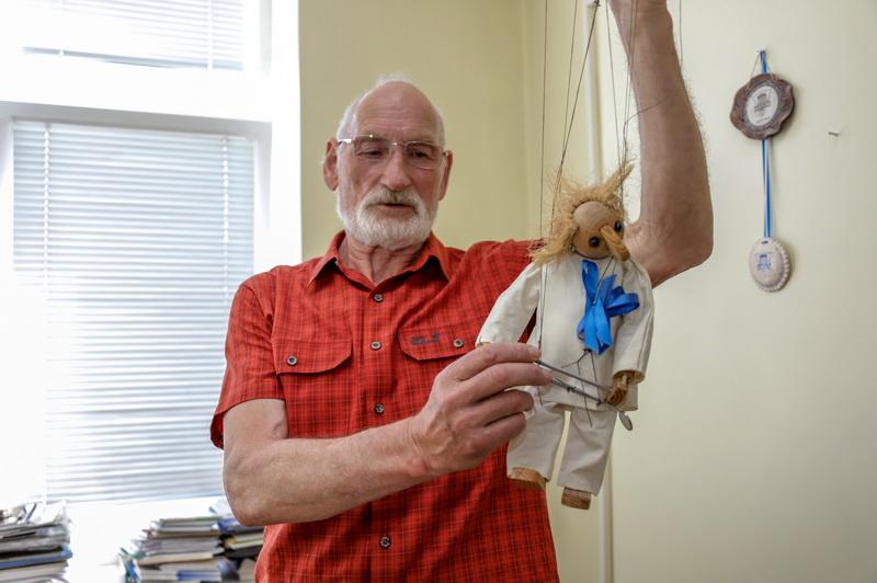 Nors specializuojasi burnos chirurgijoje, Vytautas Bosas teigia mokantis bei atlikdavęs visą dantų gydymo procesą. Išskyrus protezavimą – šios srities gydytojas šypsosi taip ir nepamėgęs. I. STULGAITĖS-KRIUKIENĖS nuotr.
