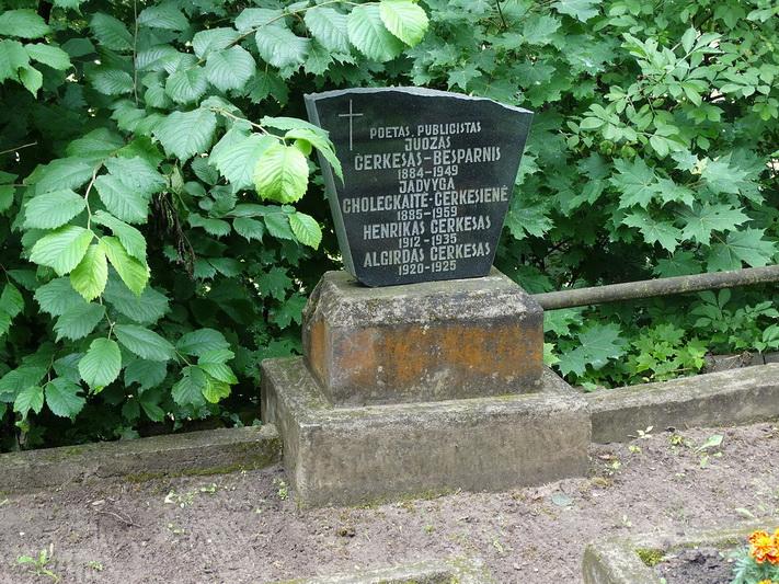 Čerkesų šeimos kapas. PANEVĖŽIO KRAŠTOTYROS MUZIEJAUS rinkinių nuotr.