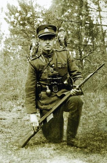 Adolfo Ramanausko-Vanago palikimas itin įvairialypis. Kaip Lietuvos partizanų vadas ir faktinis valstybės vadovas, sukaupė platų dokumentų archyvą, pasibaigus rezistencijai – parašė prisiminimus. O įspūdingai surežisuotos jo nuotraukos yra ryškus pavyzdys to, kokia svarbi buvo partizanams fotografija – ja miško broliai tarsi siuntė žinią apie savo pasmerktą kovą ateities kartoms. LYA nuotr.