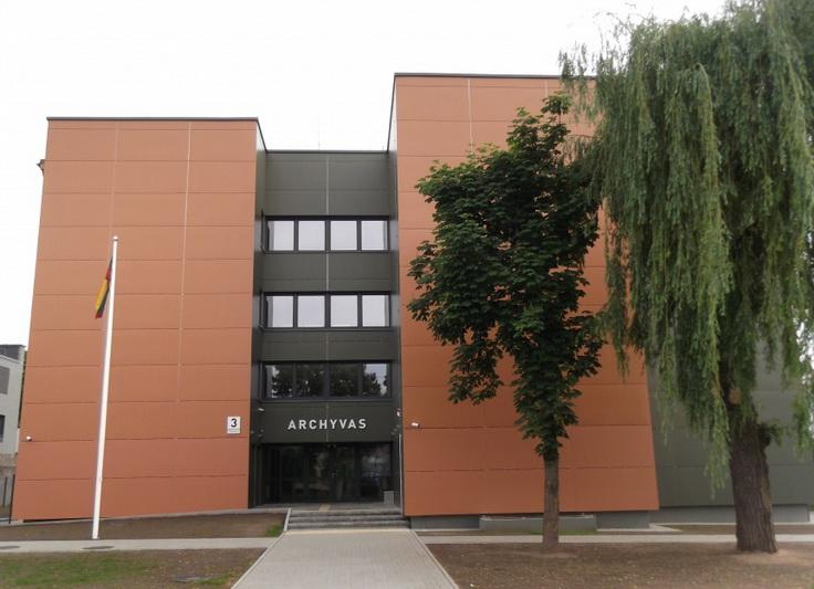 Šiaulių regioninio valstybės archyvo Panevėžio filialo specialistams buvo patikėta atgautųjų dokumentų dezinfekcija. PB ARCHYVO nuotr.