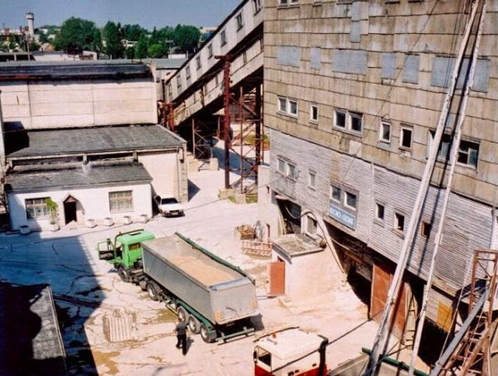 1961-aisiais pradėjusi veikti gamykla dar pati nebuvo baigta, o turėjo tenkinti milžinišką betono skiedinio poreikį augančiame mieste. ARCHYVŲ nuotr.