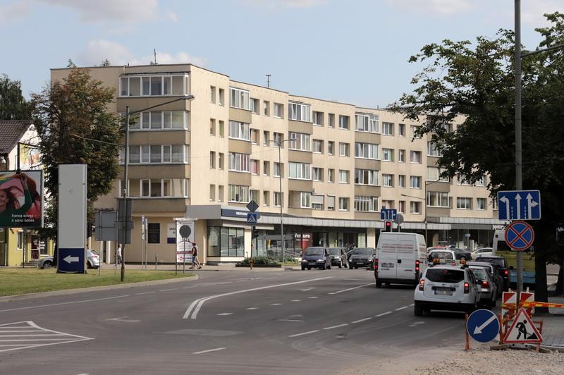 Dabar tinko fasadas nieko nestebina, bet sovietinio deficito laikais vyriausiajam Panevėžio miesto architektui Jonui Nebilevičiui bei jo kolegoms tokia statyba kainavo papeikimus. I. STULGAITĖS-KRIUKIENĖS nuotr.