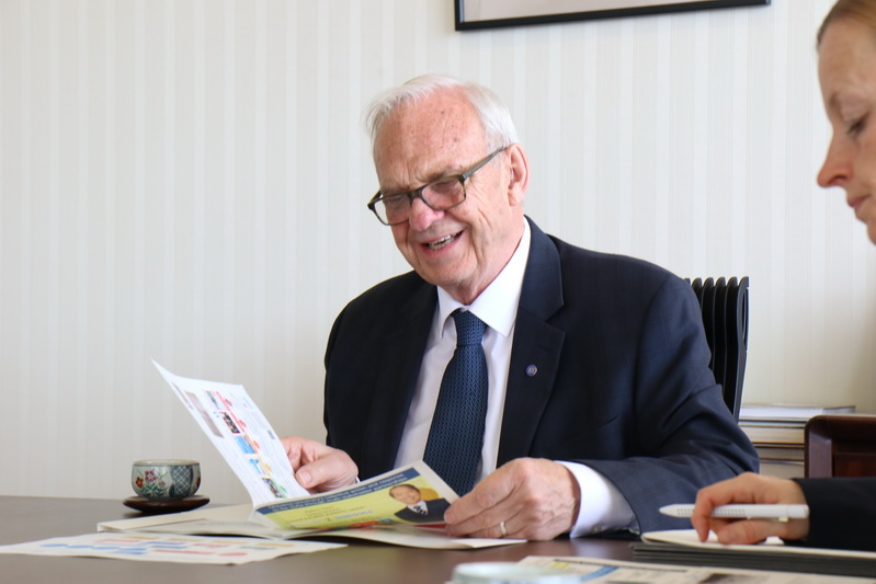 Istorinių tarpukario Lietuvos tarptautinių sutarčių originalus išsaugojęs ir neatlygintinai atidavęs Kanados profesorius Čarlzas Hopkinsas sako tai buvus laimingu atsitiktinumu. TU nuotr.