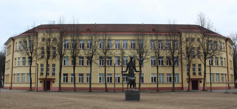 Buvęs penkiolikos klasių pradinės mokyklos pastatas A. Jakšto gatvėje – sunku patikėti, kad suprojektuotas dar 1939-aisiais. E. VILKONČIAUS nuotr.