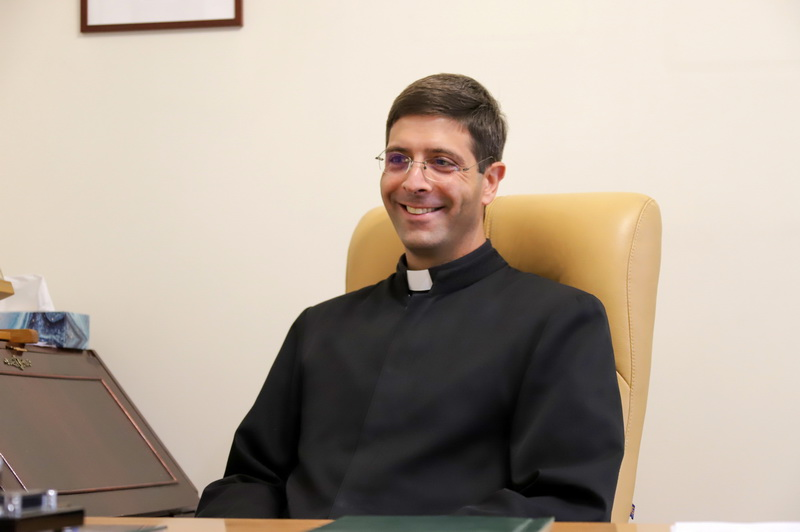 Kunigas Chuanas Markosas Kodutis naujojoje tarnystės vietoje Marijonų koplyčios zakristijoje. I. STULGAITĖS-KRIUKIENĖS nuotr.